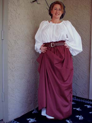 Basic Renaissance Festival Common Woman's Ensemble with Full Length Chemise in Linen or Cotton, Panel Skirt and Flat Cap!!