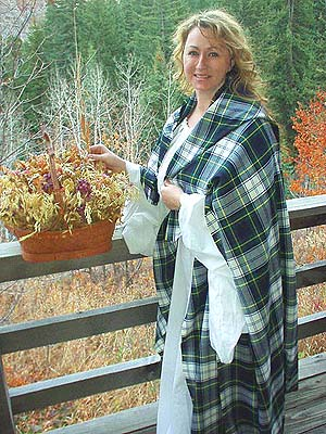 Early Renaissance Period Scottish Highland Tartan Arisaidh (c. 1000 - 1460) with Traditional Full Length Leine in Linen or Cotton!!